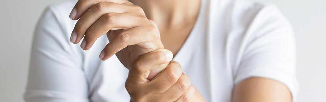 Применение средства на основе гиалуроновой кислоты для лечения заболеваний суставов