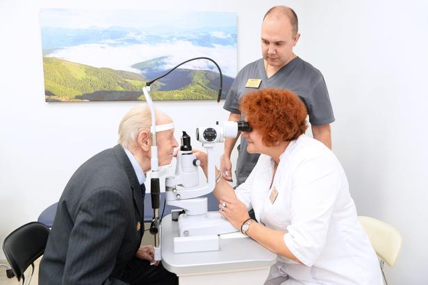 Офтальмологическая клиника «Тонус АМАРИС» вернула зрение ветерану Великой Отечественной войны Владимиру Васильевичу Баландину